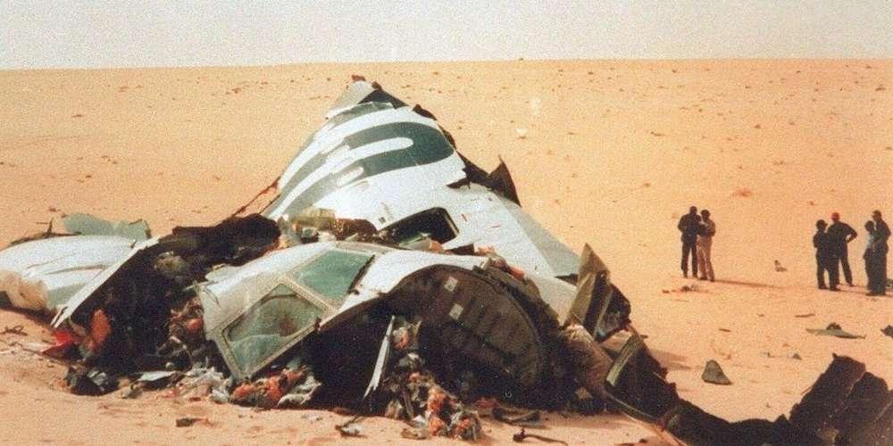 les-debris-du-dc10-d-uta-qui-a-explose-en-vol-le-19-septembre-1989-au-dessus-du-desert-du-tenere-niger-l-attentat-a-fait-170-morts.jpg