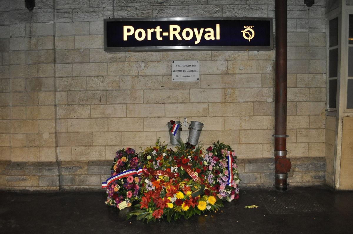 Gare_de_Port-Royal_plaque_fleurie_attentat_1996.jpg