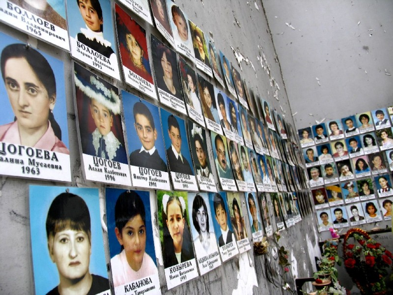 Beslan_school_no_1_victim_photos.jpg