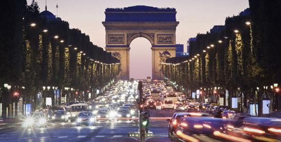 Champs-Elysées-nuit-550x278-©-Thinkstock.jpg